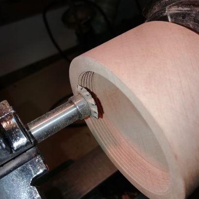 Internal thread being cut