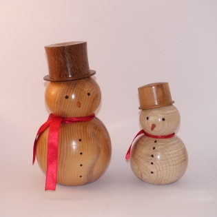 Christmas is coming Yew and ash snowmen 20cm