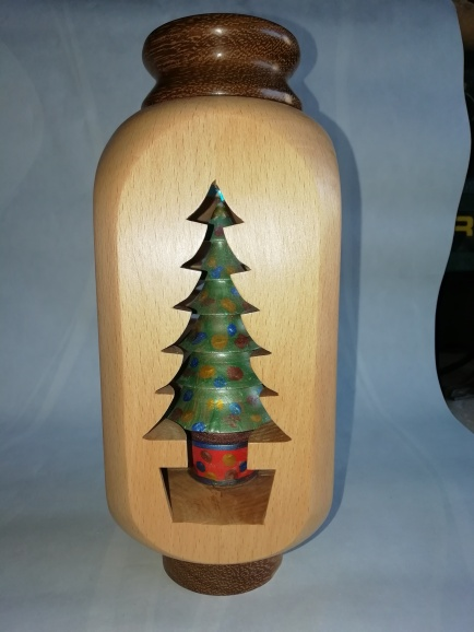 Inside out turning T Lite in lid to illuminate tree